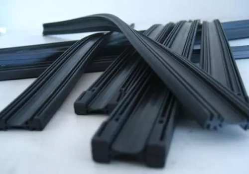 Metal wiper blade or Soft flat wiper blade how to choose?