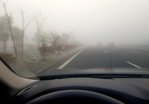 How to drive safely in mist weather ?